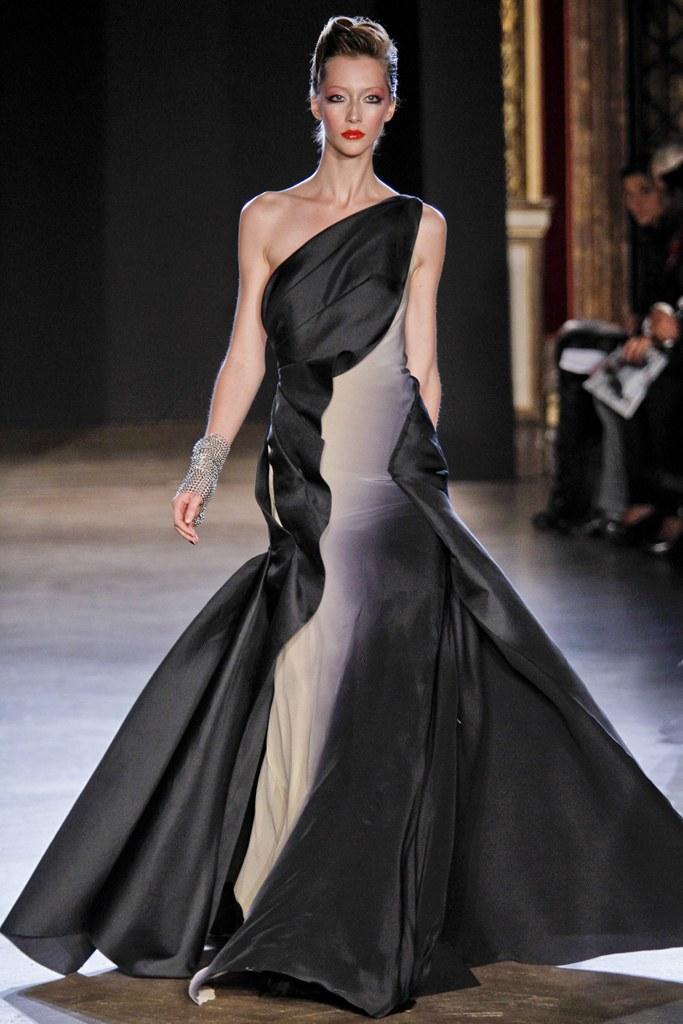 Zac Posen skræddersyet draperet kjole.jpg