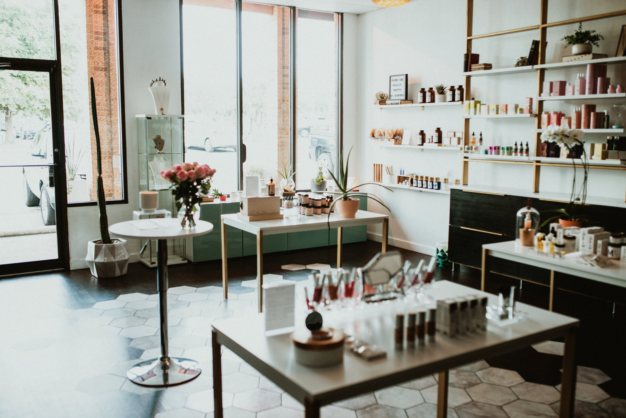 Sentrəl Beauty - Sentrəl Natural Beauty Store is a Conscious Beauty Store and Salon based in Austin, Texas. Founded in 2017 based on the belief that one should not have to sacrifice beauty standards in order to use safe and sustainable products.