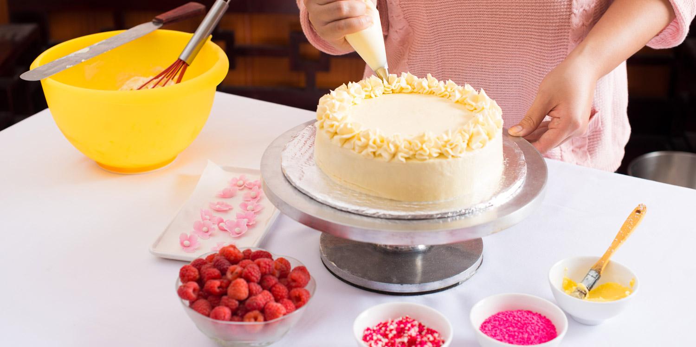 hero-cake-decorating.jpg
