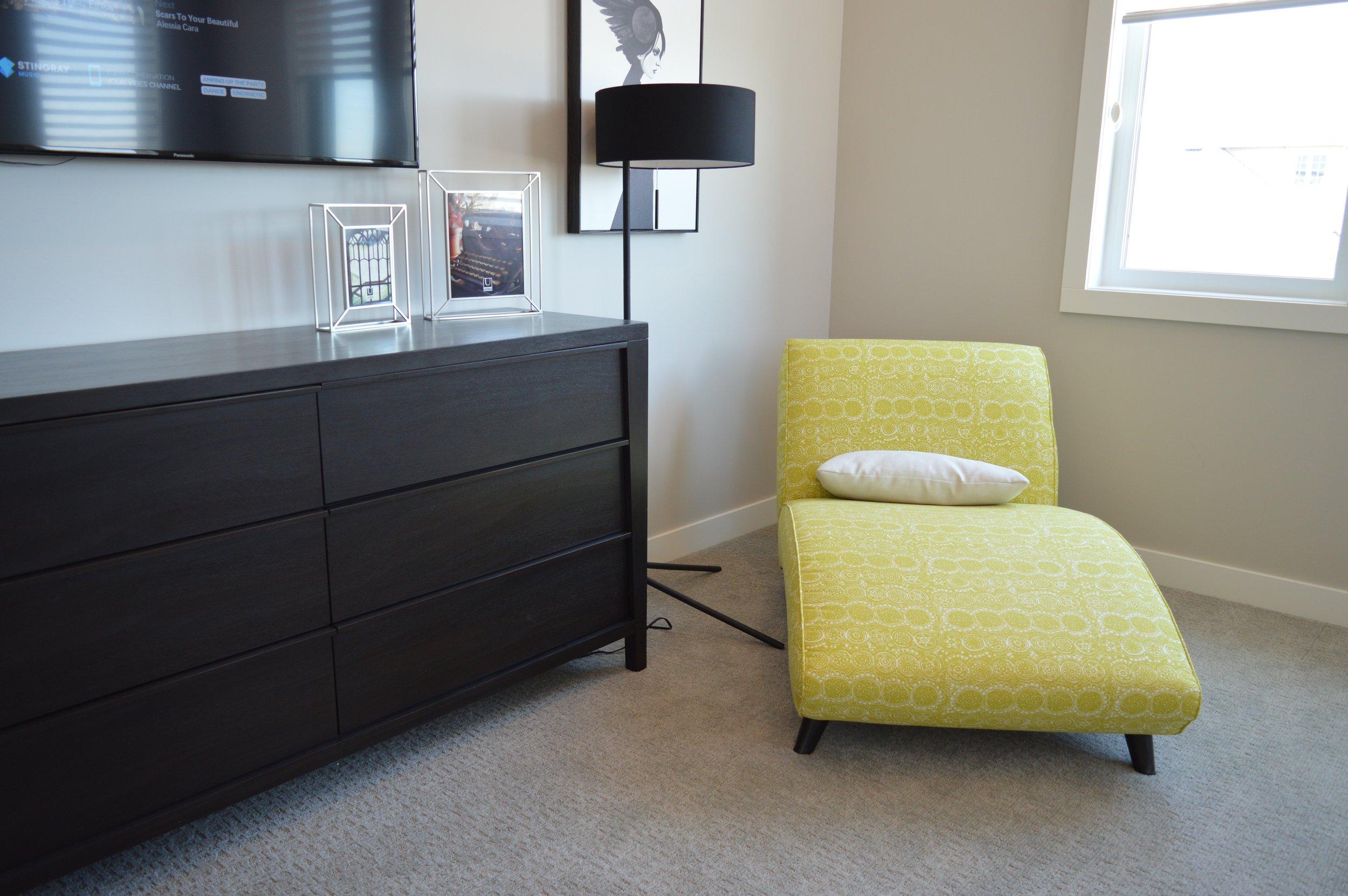 apartment-architecture-bedroom-271660.jpg