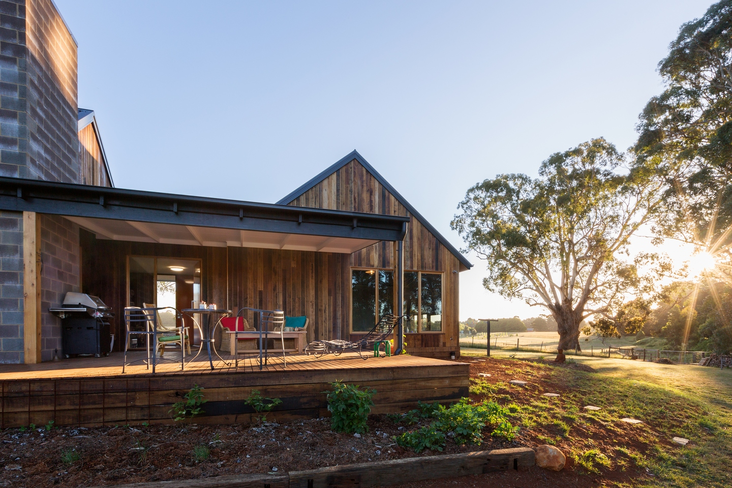 <i>new, award, rural, timber, og</i>High eco spec & 100% self sufficient - Trentham