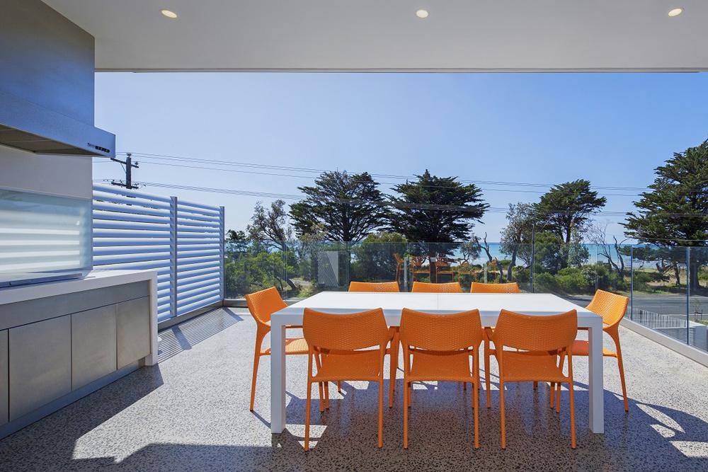 5+bedroom+home+design,modern+concrete+home,large+balcony+design.jpg