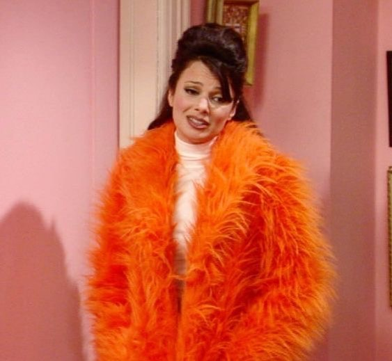 When you see your friend walk up to their ex at the bar... • • • #bar #orange #inpiration #fran #fashion