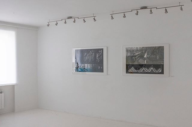 """Collection"" show in Bardzo Biała Gallery in Warsaw. 02/09–13/09/2019. ""Treatise on the Architecture"", 2018, linocut. ""Safe Passage"",2018, linocut.  #exhibition #show #soloshow #wystawa #gallery #galeria #collection #grafika #graphicart #printmaking #linocut #linoryt #contemporaryart #polishart #polishprintmaking #kubrakiewicz #raster #halftone #lostandfound #landscape #architecture #geology #artandscience"
