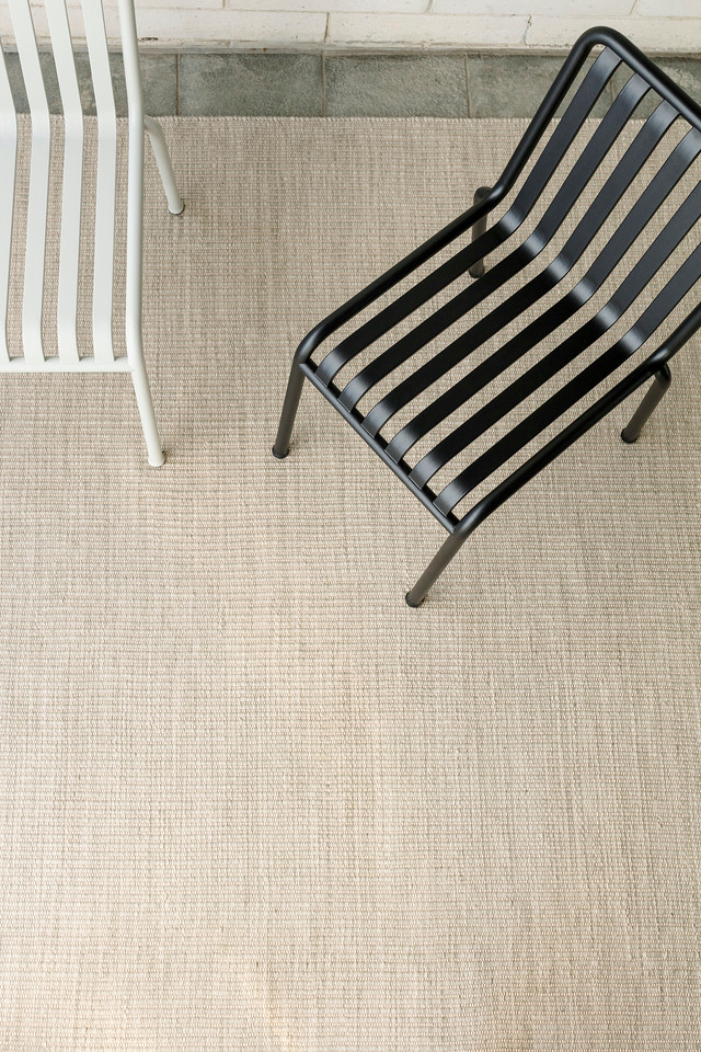Armadillo_Rugs_IndoorOutdoorCollection_TideWeave_FogLinen_Insitu_02-X2.jpg