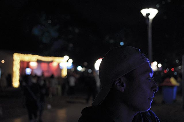 Hanging around at the noodle markets with ya boi @korean_jesus5 . .  #noodlemarkets #hydepark #night #nightphotography #aperture #bokeh #bokehlicious #lights #fairylights