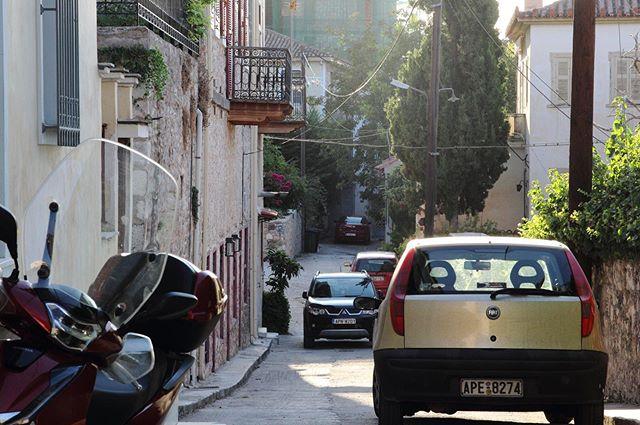 🇬🇷The narrow streets of Nafplio  have heaps of personality. • • • • #greece #nafplio #travelgreece #europe #traveleurope #travel #photography #urban #urbanphotography #street #streetphotography #photographer #photooftheday #lostineurope