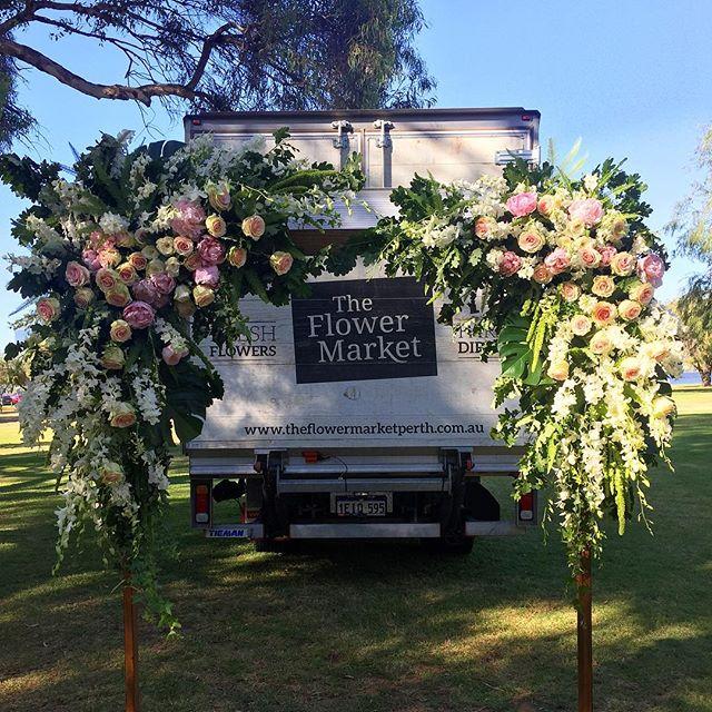 Last week's wedding arch decorated w/ @theflowermarketperth flowers 🙌🏼