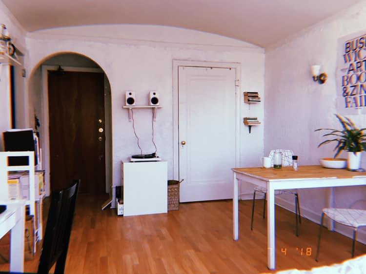 After NYC, I returned to Chicago and lived in this studio in Edgewater from 2016-2018. I was living alone again and I couldn't be happier.