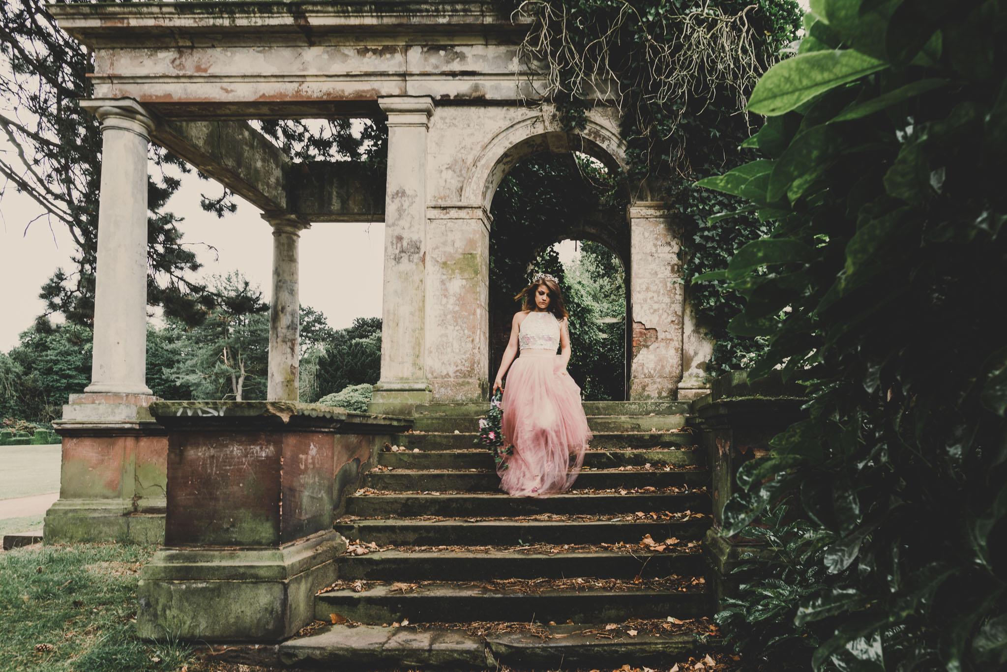 boho-free-spirited-bride-woodland-and-alternative-wedding-photography (11).jpg