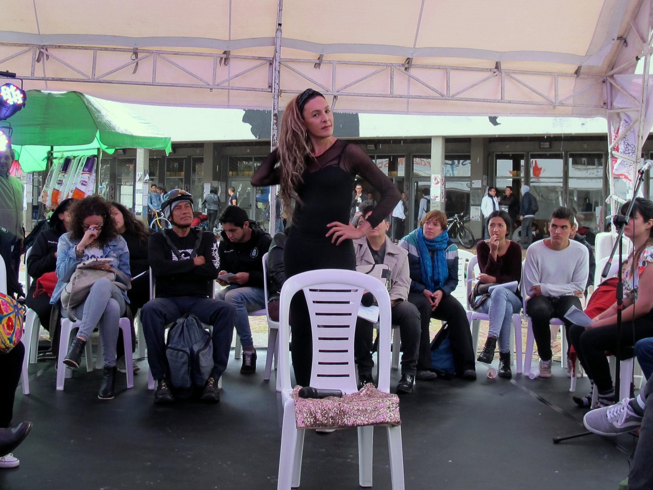 Lorena Duarte, artista transgénero, estudiante de la Maestría Interdisiciplinar en Teatro y Artes Vivas