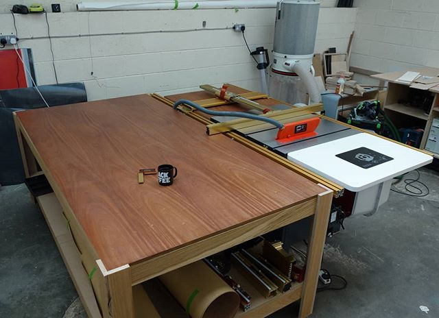 Another quick workshop update - new saw is up and running so we can get back to making! Finishing off some kitchen doors and drawers tomorrow. This setup should make them a doddle. Looks pretty sweet too! . . . . #workshop #tablesaw #incra #kitchen #cabinets #plywood #sapele #coffyn