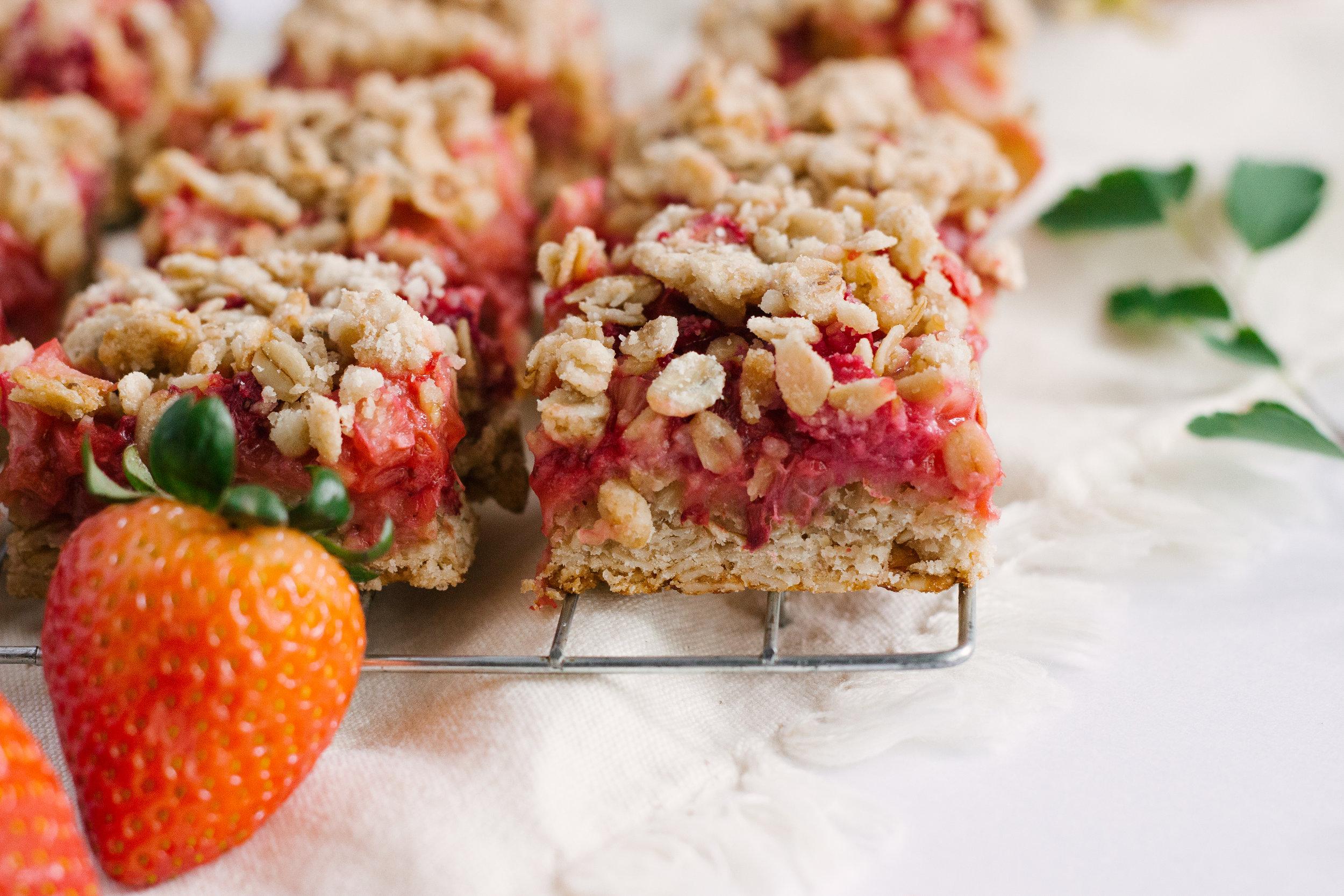 strawberry_rhubarb_bars-17.jpg