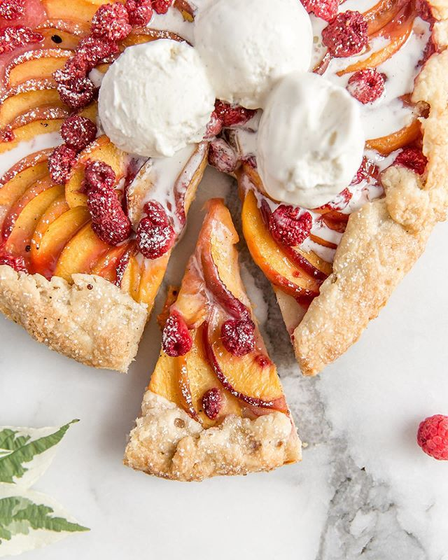 No better way to continue the Fourth of July celebrations into the weekend than with this peach and raspberry galette! ✨ • Recipe in the recipe archives on the blog! #linkinbio⠀ • • • • • • #bakersofinstagram #feedfeed #bghfood #bakedfromscratch #todaybreakfast #food52 #TOHfoodie #rslove #f52digin #beautifulcuisines #mypinterest #f52grams #thebakefeed #imsomartha #tastingtable #kitchn #forthemaking #instayummy #foodstylist #heresmyfood #makeitdelicious #mywilliamssonoma #wsbakeclub #tosaltandsee