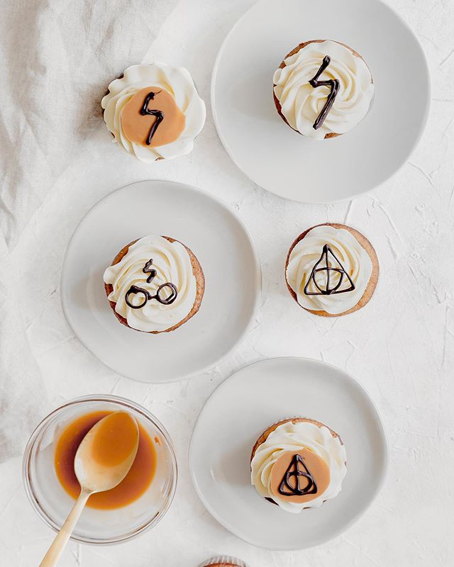 You're a wizard Harry! ⚡️👦🏻 Happee Birthdae to Harry Potter and the woman whose books have been making an impact on my life since age 11, JK Rowling. No better way to celebrate than with some butterbeer cupcakes! • • • • • • #bakersofinstagram #feedfeed #bghfood #bakedfromscratch #todaybreakfast #food52 #TOHfoodie #rslove #f52digin #beautifulcuisines #mypinterest #f52grams #thebakefeed #imsomartha #tastingtable #kitchn #forthemaking #instayummy #foodstylist #heresmyfood #makeitdelicious #mywilliamssonoma #wsbakeclub #tosaltandsee