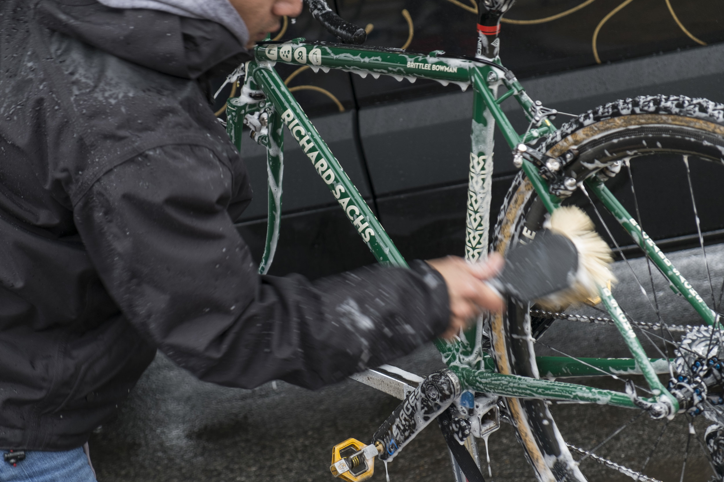 The Rover started the week getting BRITTLEE BOWMAN'S bikes 100% That started w/ getting every part clean.