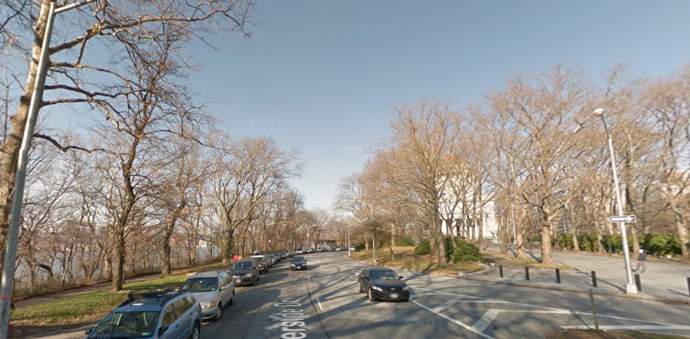 The long uphill slog to the finish line, taken from Riverside Drive southbound looking north. The finish line is typically positioned just at or beyond the u-turn that leads to Riverside Drive northbound.