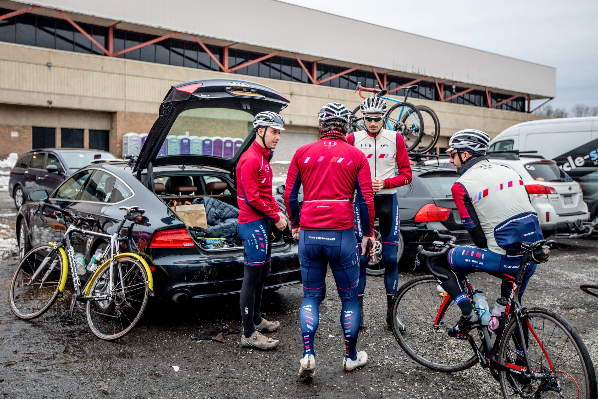 While only a portion of the team suited up to race on Sunday, many more rode out to the venue from Manhattan to spectate. Photo by Daghan Perker