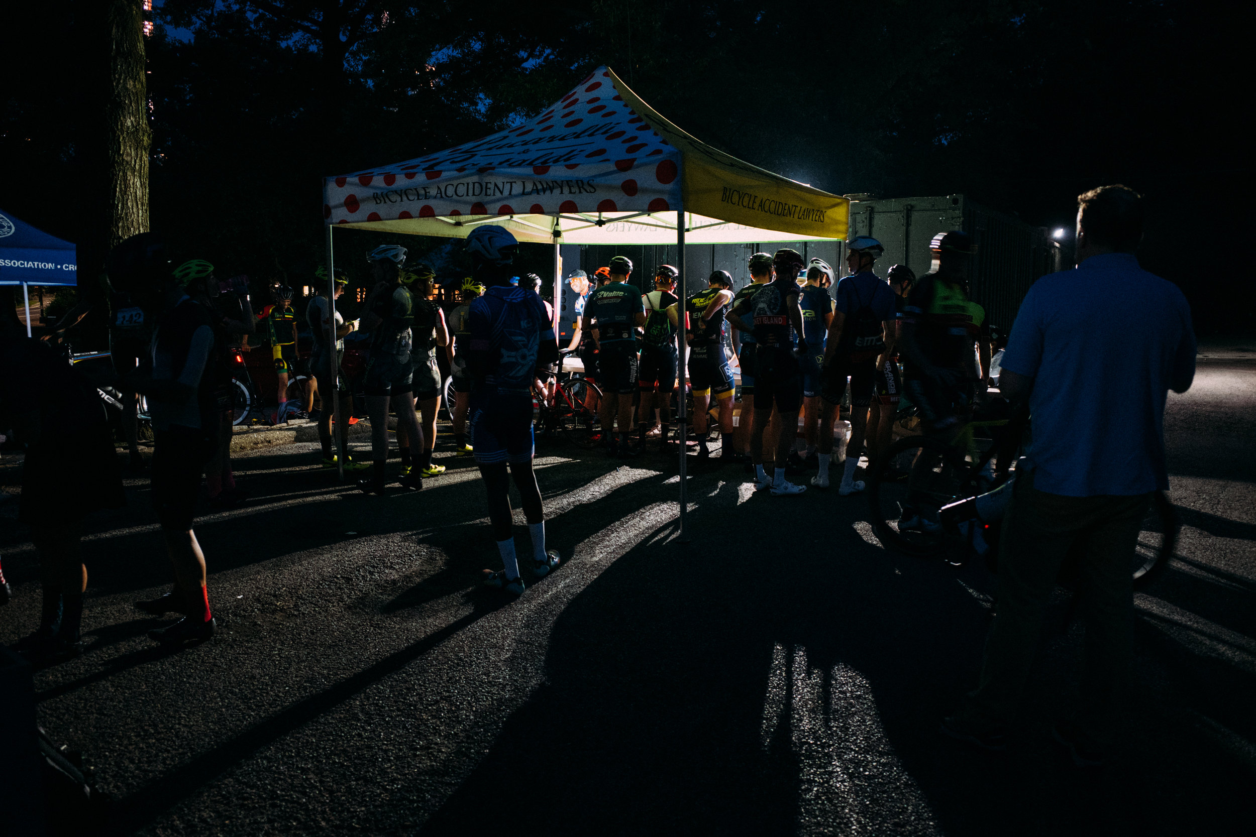 The usual pre-race scene in Central Park: riders gathered before dawn, checking in and picking up their race numbers (photo:    @photorhetoric   )