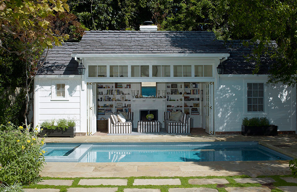 A pool/guest house in Brentwood designed by Los Angeles residential architecture firm Tim Barber Ltd.