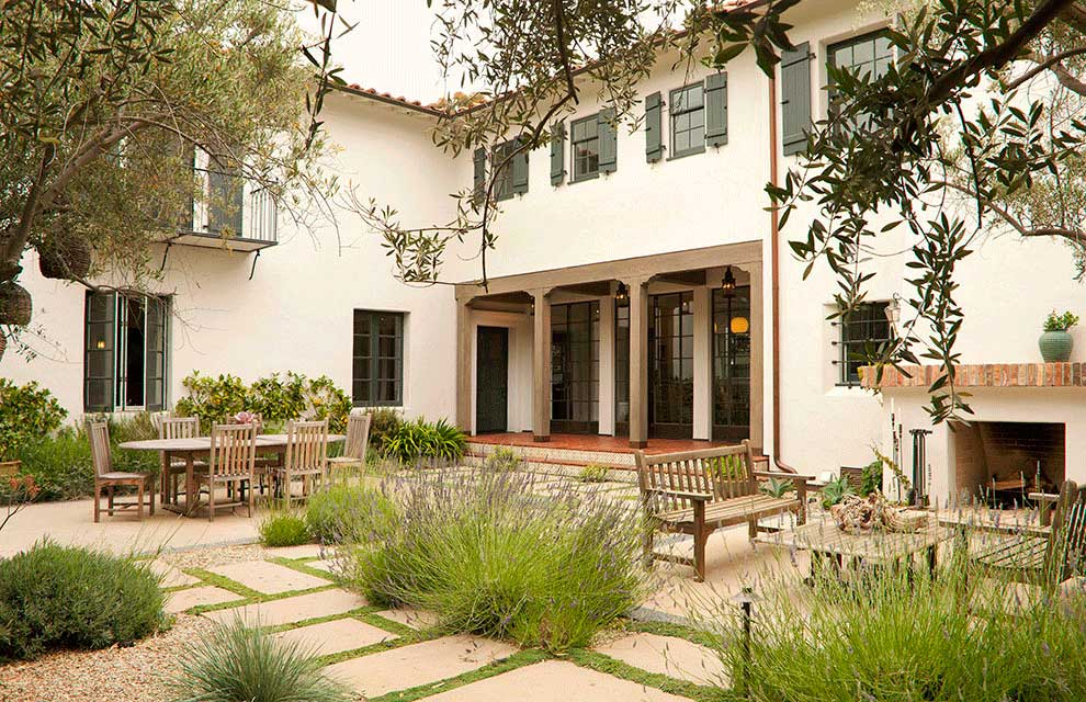 A Spanish Colonial Revival home in Brentwood designed by Los Angeles residential architecture firm Tim Barber Ltd.