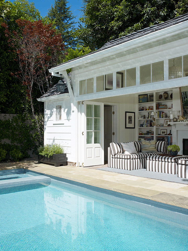 A pool and guest house in Brentwood (Los Angeles) designed by Tim Barber Ltd. Architecture.