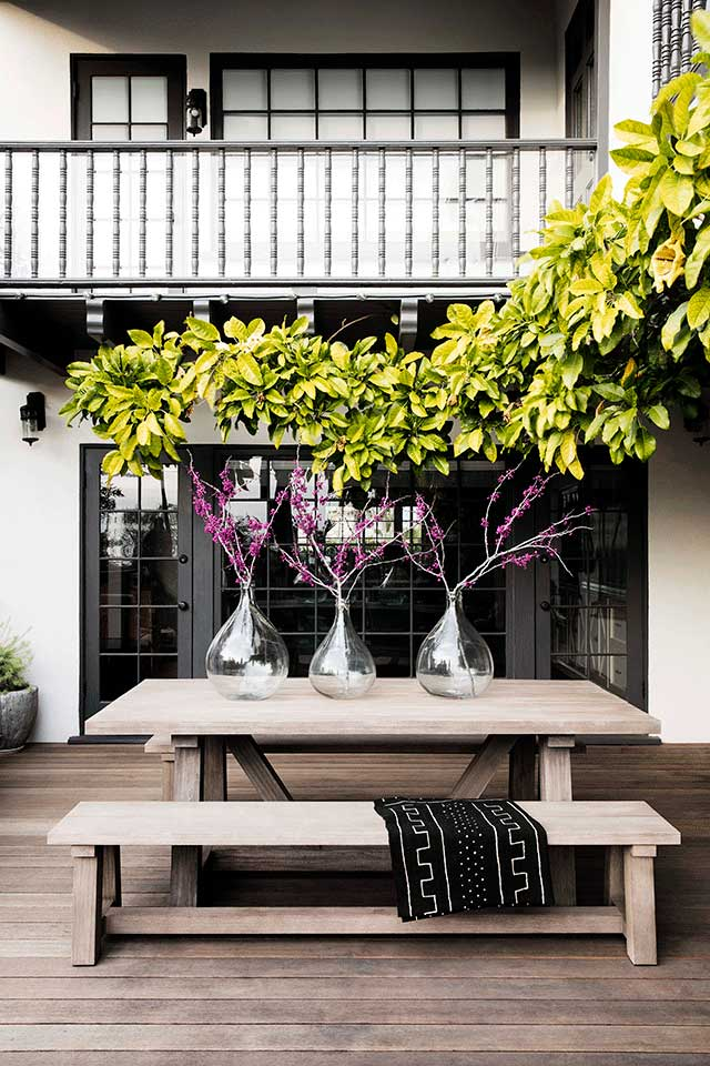 Courtyard-Spanish-Colonial-Revival-Residence-in-Santa-Monica-Tim-Barber-Ltd-Architecture-and-Kishani-Perera-Interior-Design.jpg