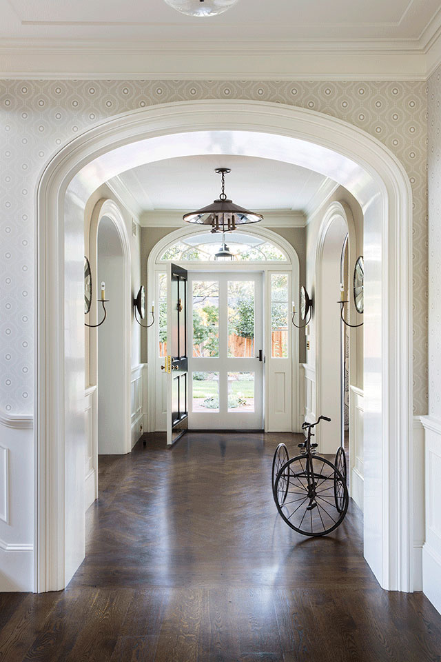 Hall-Traditional-Southern-Colonial-Revival-Home-in-Atherton-California-by-Tim-Barber-Ltd-Architecture-and-Artistic-Designs-for-Living-Tineke-Triggs.jpg