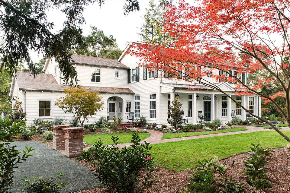 Traditional-Southern-Colonial-Revival-Home-in-Atherton-California-by-Tim-Barber-Ltd-Architecture-and-Artistic-Designs-for-Living-Tineke-Triggs.jpg