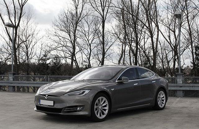 Tesla_Model_S_(Facelift_ab_04-2016).jpg