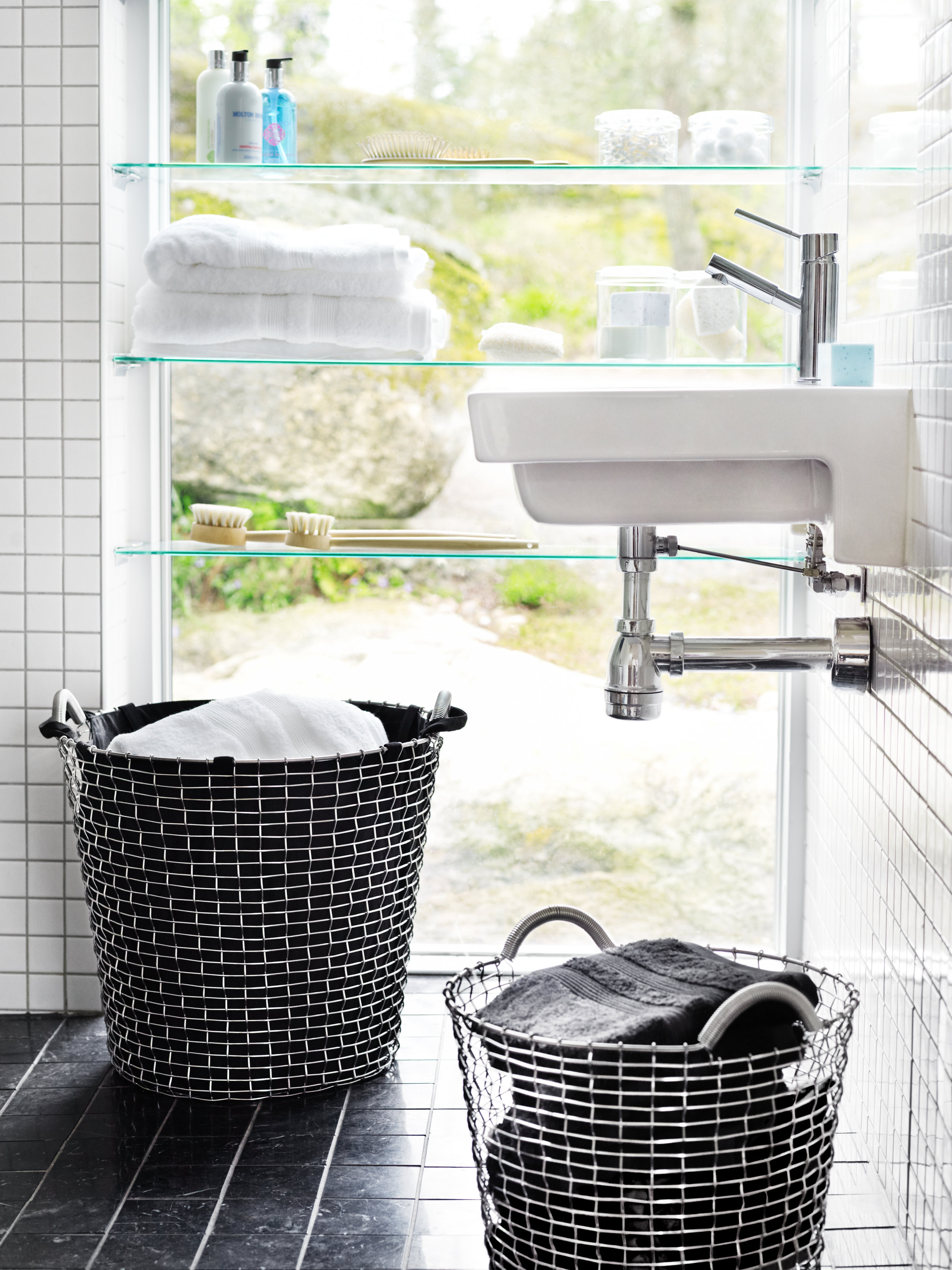 Bathroom & Laundry baskets: Classic 80 & Laundrybag black + Classic 24 with towels