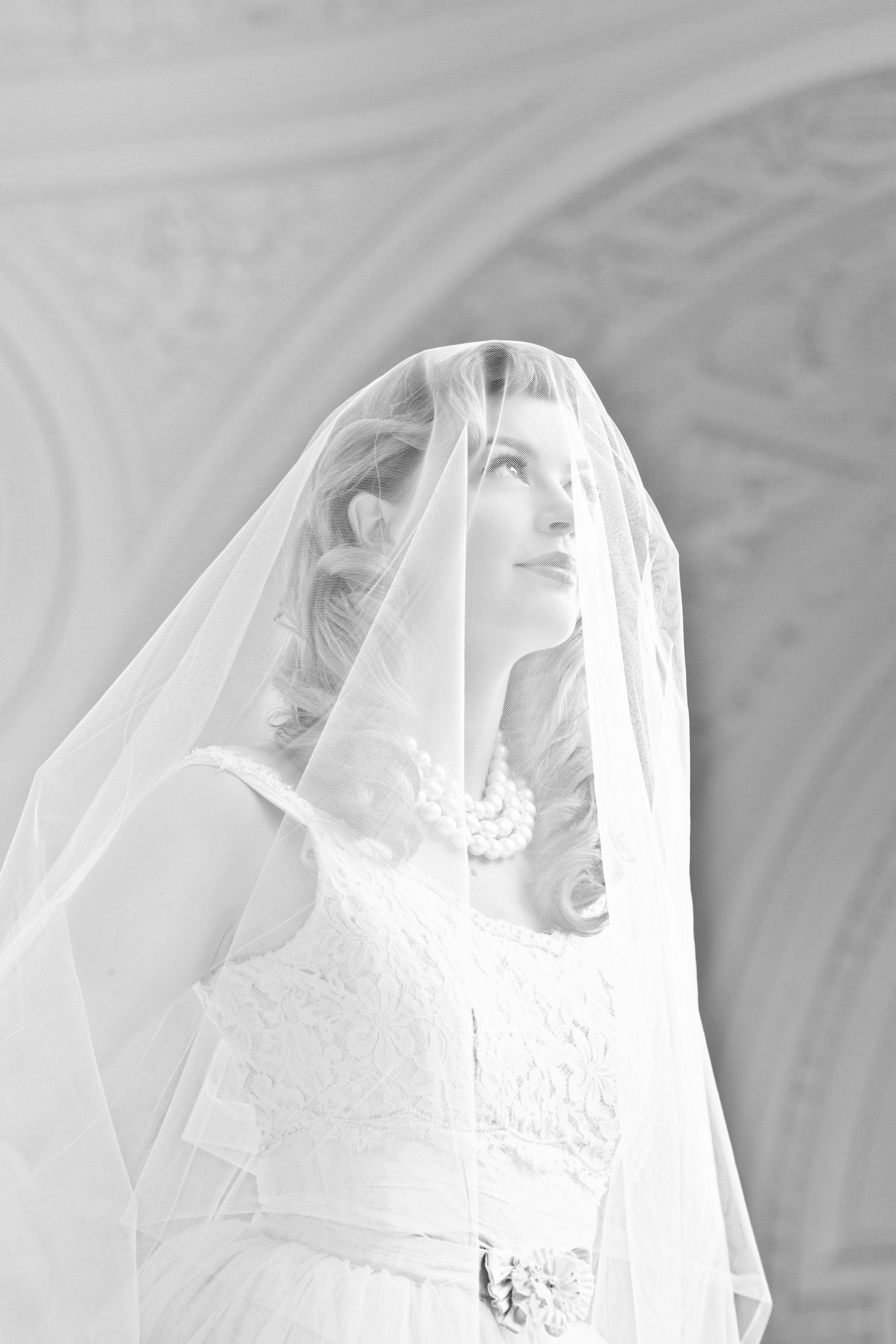 san francisco bride bw.jpg