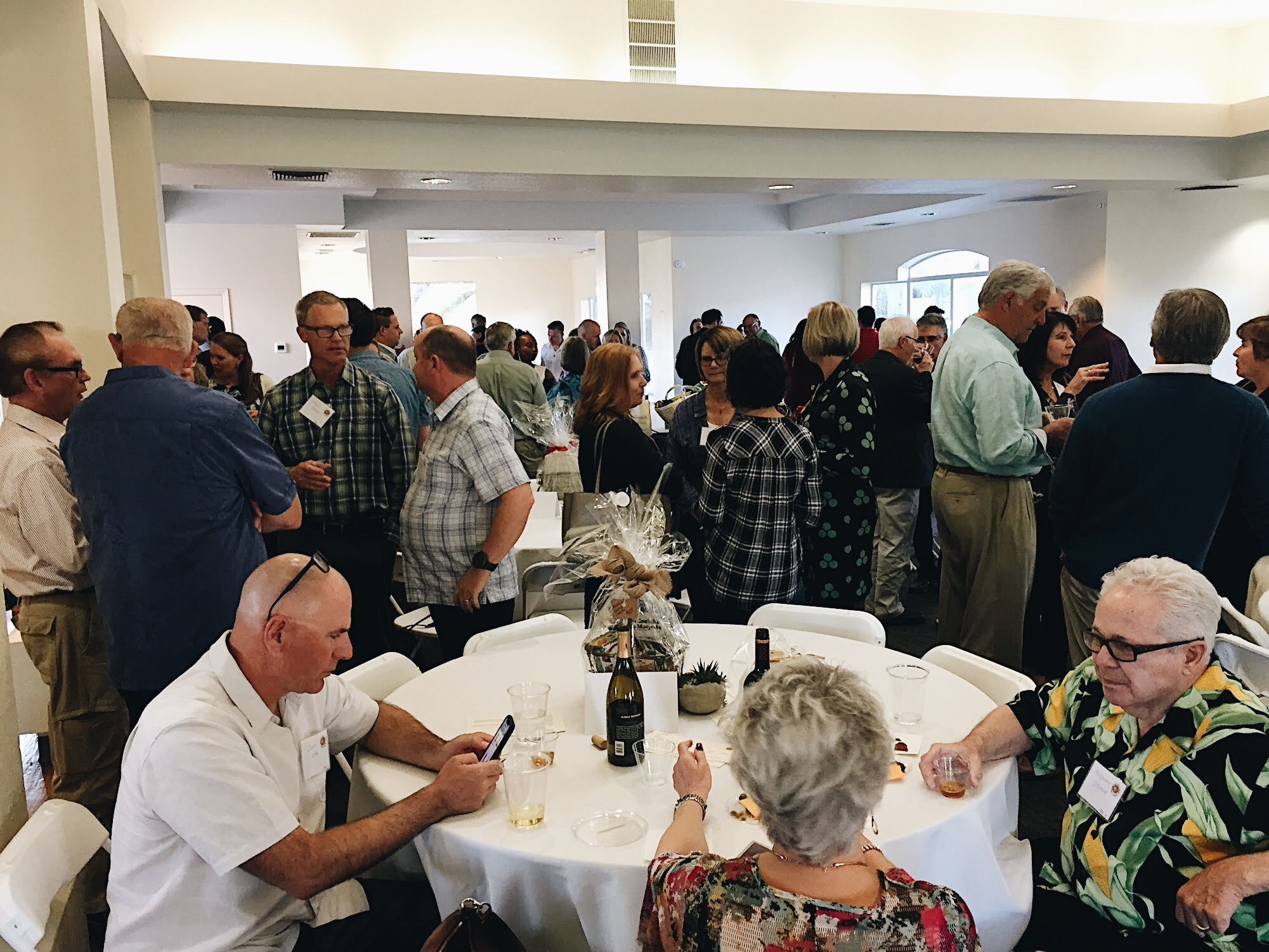 Guests had the opportunity to mingle while enjoying Portuguese wine and other traditional delicacies.