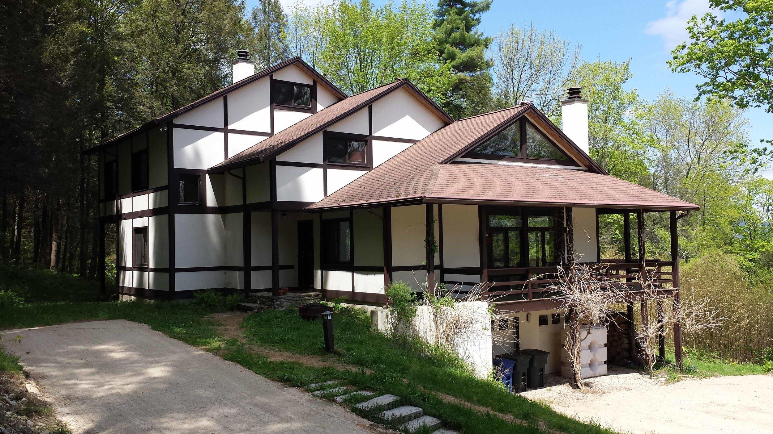 Race Mountain House Exterior