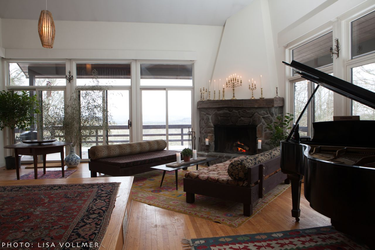 Sunken seating area and Steinway baby grand piano at Race Mountain House