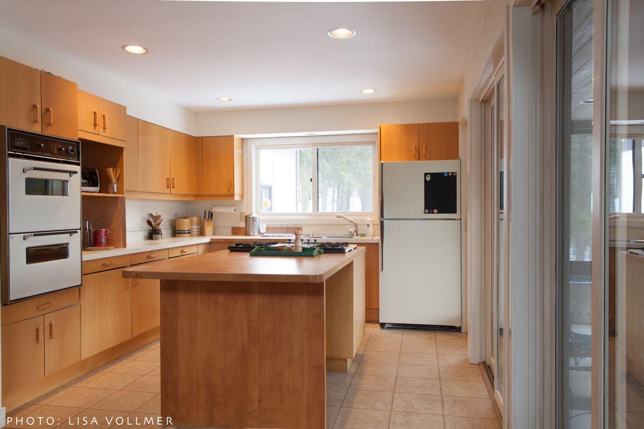 Race Mountain House kitchen