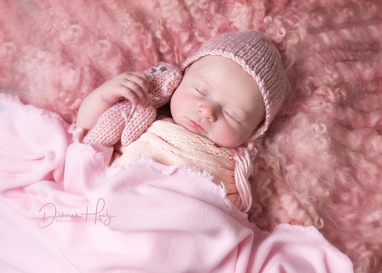 Newborn and Family Photographer - Looking for the best option? Contact Our friend.