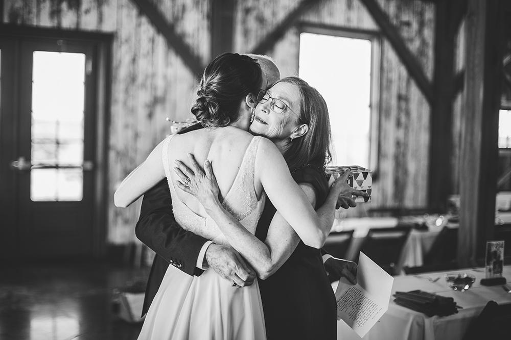 weston-red-barn-farm-kansas-city-wedding-photographer-jason-domingues-photography-kellyn-tony-blog-0011.jpg