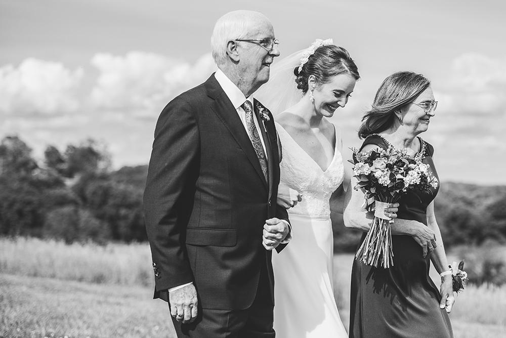 weston-red-barn-farm-kansas-city-wedding-photographer-jason-domingues-photography-kellyn-tony-blog-0023.jpg