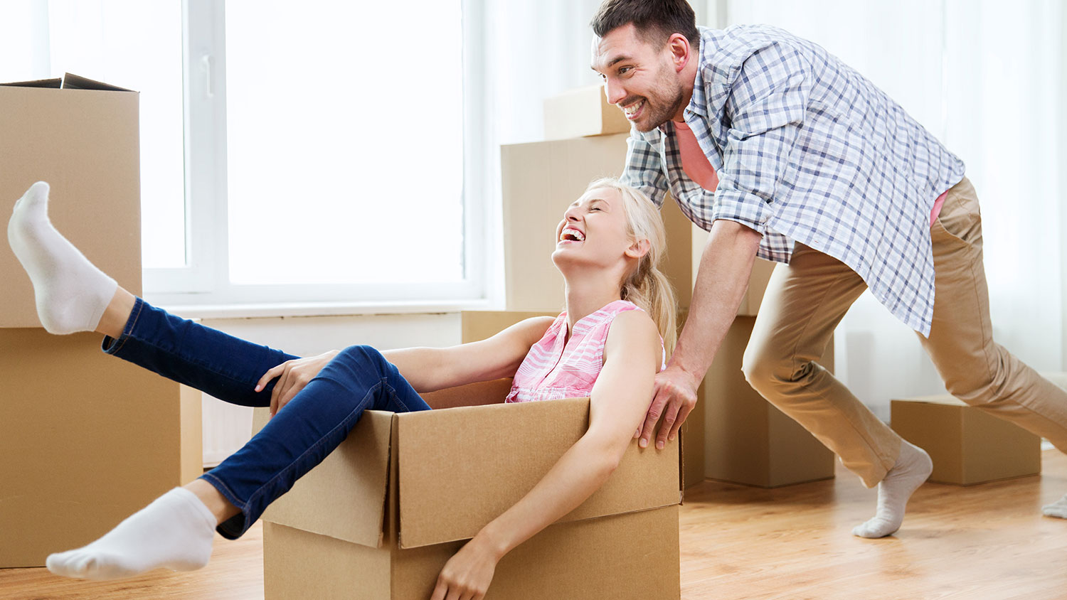 ftr-removalists-moving-boxes-couple.jpg
