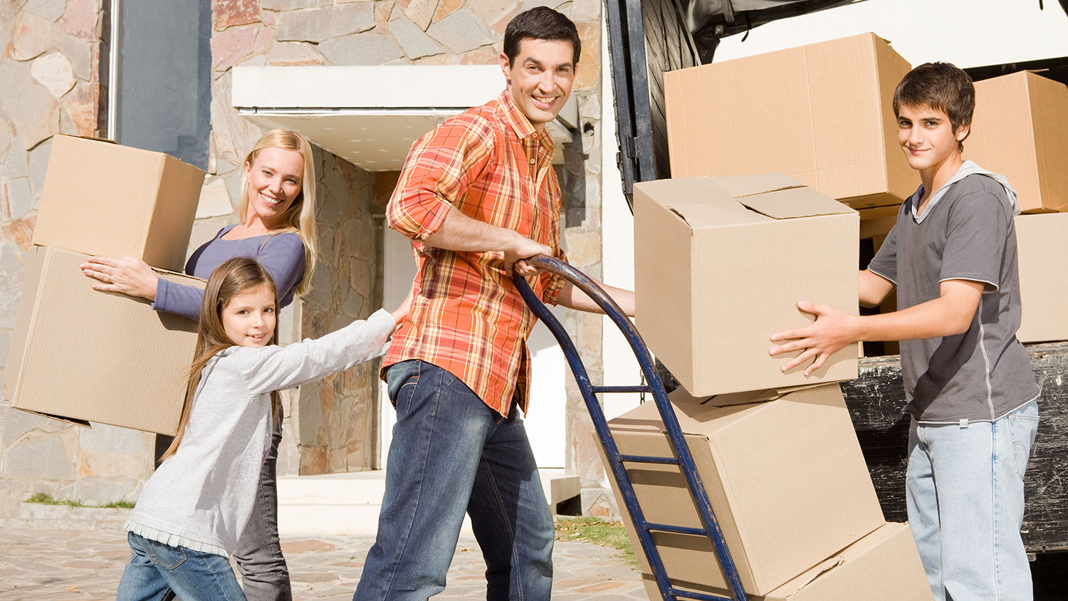 ftr-removalists-moving-truck-family.jpg
