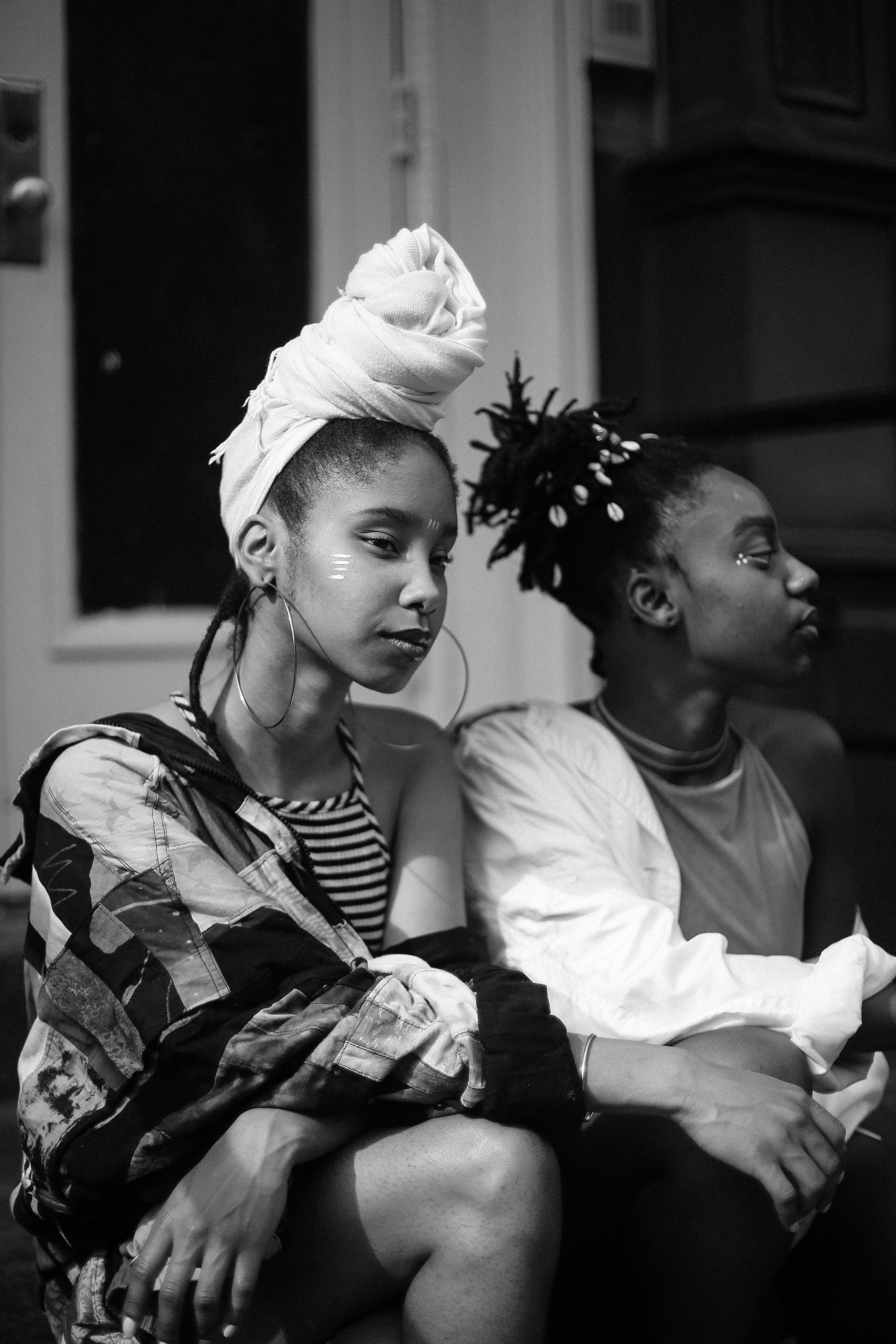 DRØME caught up with  Thandiwe and  Niambi Sala of OSHUN, the radical black female duo that created their own genre, Iya Sol:a cultural blend of neo-soul & hip-hop. Spreading a message of self-liberation and empowerment to people of color everywhere, OSHUN rejects traditional notions of capitalist gain in a white dominated industry.