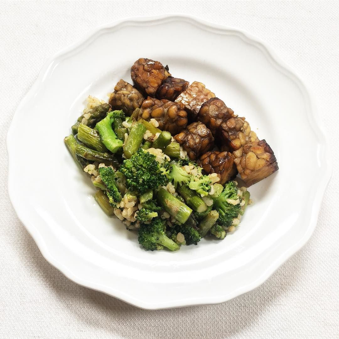 tempeh served with brown rice, broccoli, and asparagus