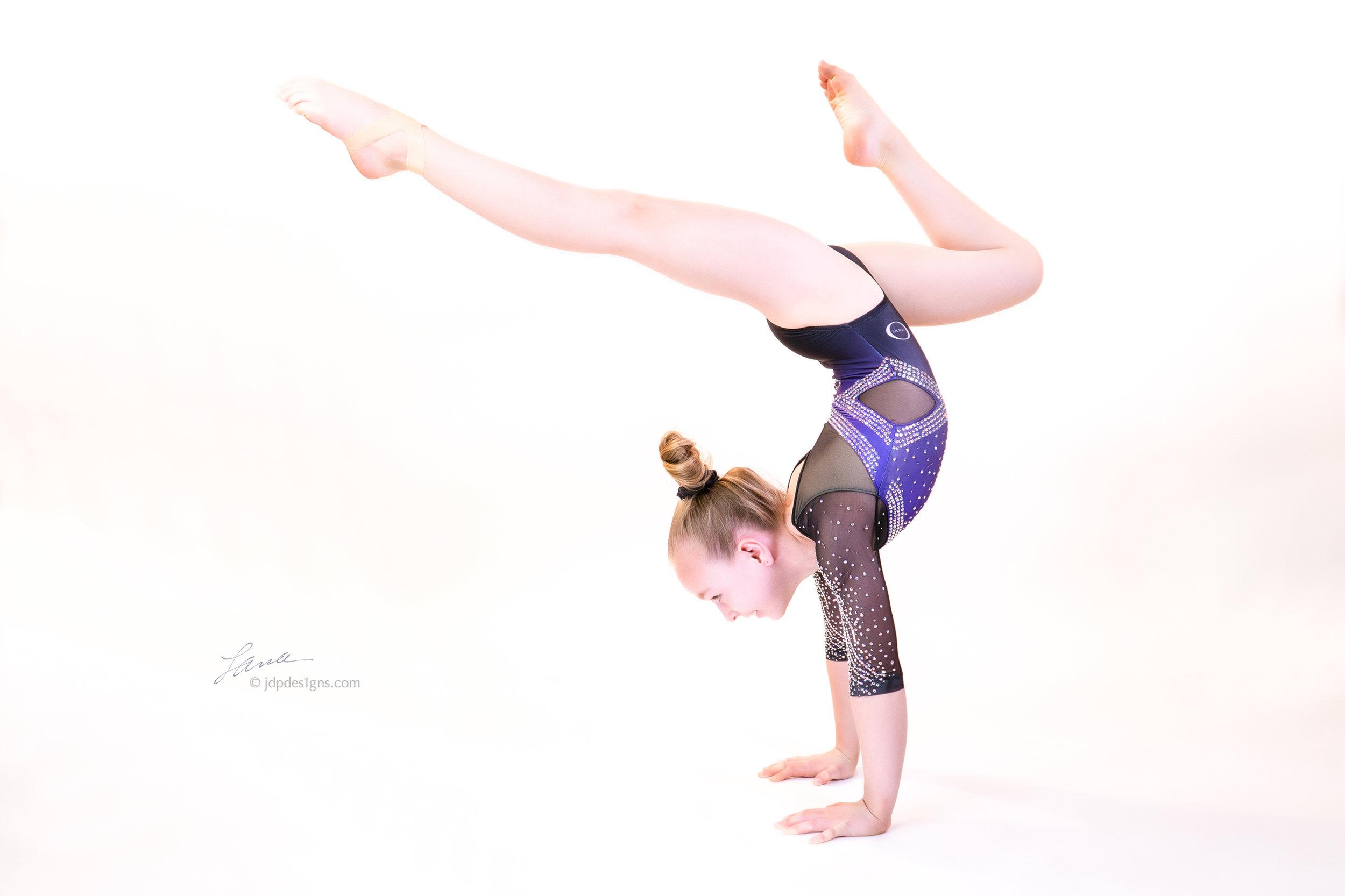 Dereka Handstand.jpg