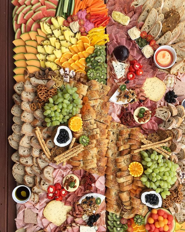 😋HUNGRY PLATTERS😋 what's your favourite item on a platter? 🤩 let us know!!