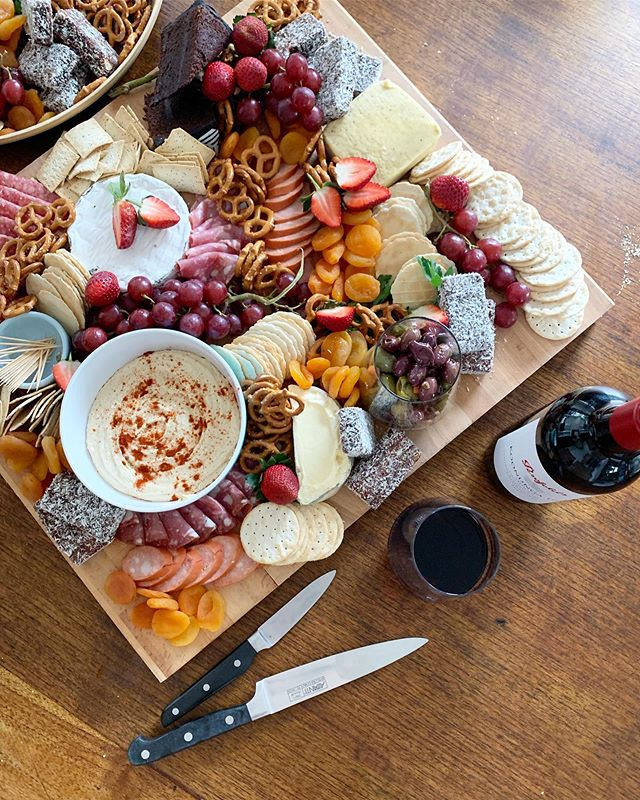 💕PLATTERS WITH GOOD FRIENDS AND GOOD WINE💕 name a better combo 🥰
