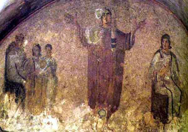 Una mujer cristiana en una iglesia egipcia