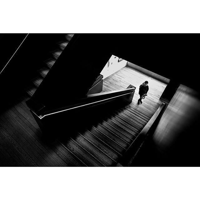 The stairs of the Tate 😎  London #BHHH . . . . . #raw_bnw #lfimagazine  #streetshoot #capturestreets #streetphotographyhub #incredible_bnw #bnw_demand #bw_shotz #eyeshotmag #bnw_inst #streetphotographymagazine #bnw_photo #streetphoto_bnw #bnw_photography #bnw_fanatics #bnw_street #friendsinstreets #urbanstreetphotogallery #raw_people #spi_collective #lightbox #eyephotomagazine #bnw_planet_2019 #noir_shots #blacknwhite_perfection #eyeshotmag #streets_storytelling #bnwdrama_goesculture