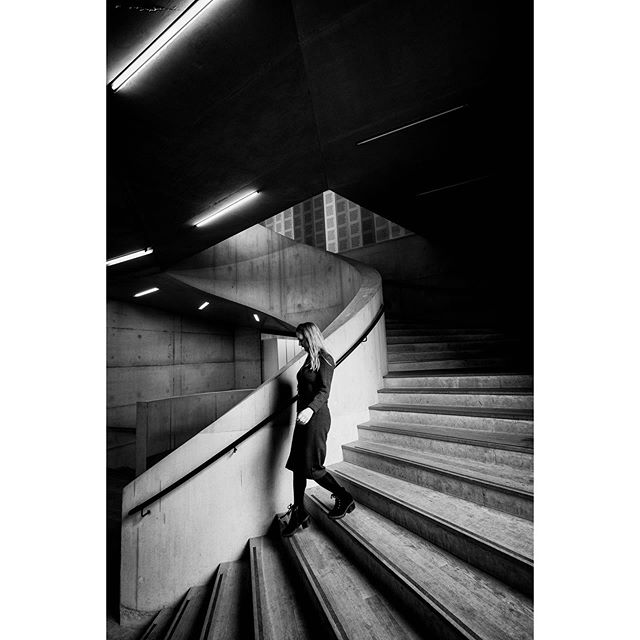 The stairs of the Tate 😊  London #BHHH . . . . . #raw_bnw #lfimagazine  #streetshoot #capturestreets #streetphotographyhub #incredible_bnw #bnw_demand #bw_shotz #eyeshotmag #bnw_inst #streetphotographymagazine #bnw_photo #streetphoto_bnw #bnw_photography #bnw_fanatics #bnw_street #friendsinstreets #urbanstreetphotogallery #raw_people #spi_collective #lightbox #eyephotomagazine #bnw_planet_2019 #noir_shots #blacknwhite_perfection #eyeshotmag #streets_storytelling #bnwdrama_goesculture