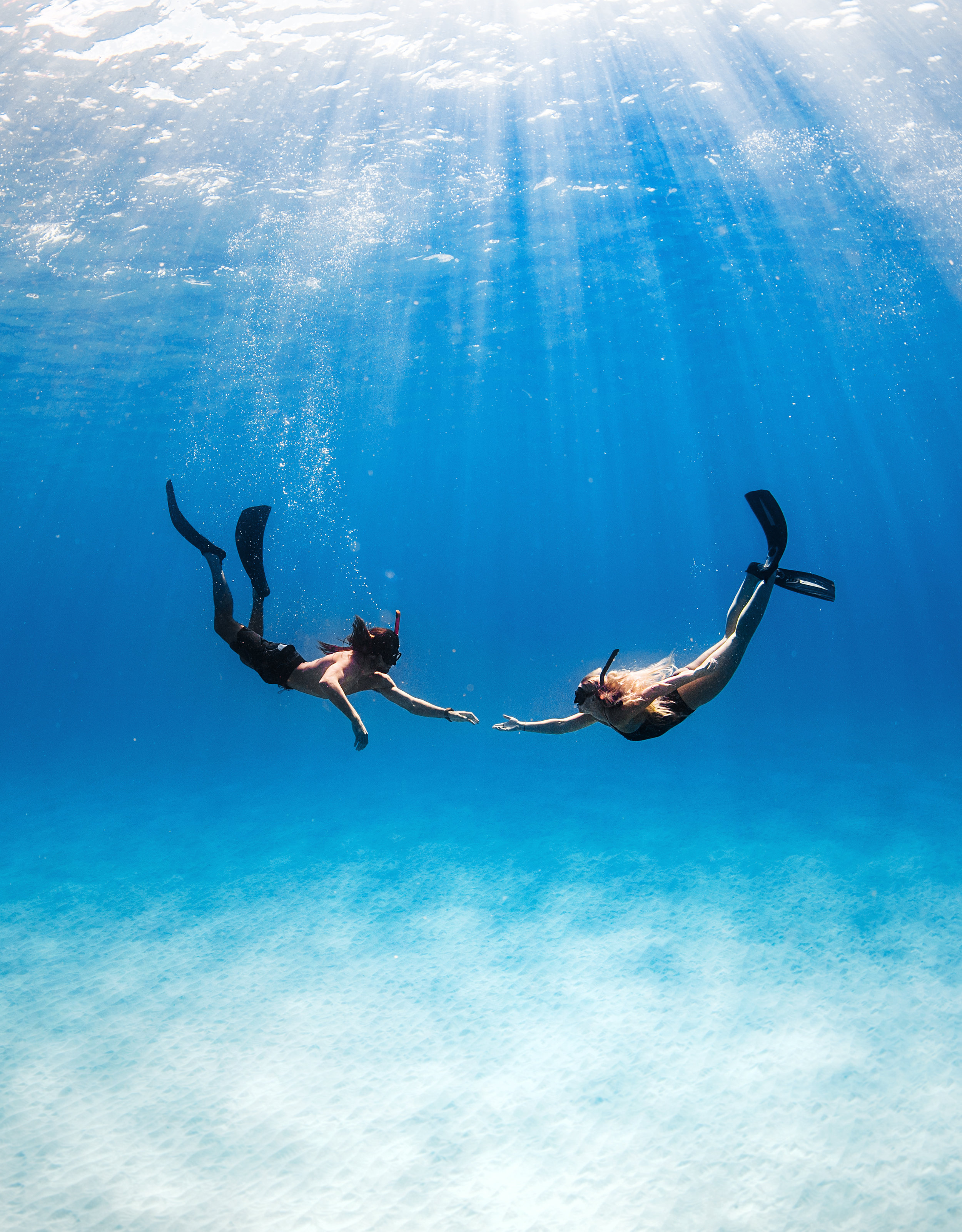 underwater couples photo